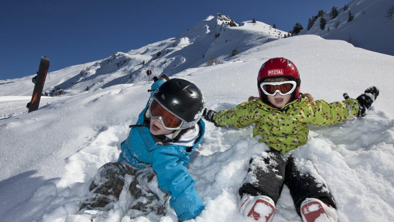 Spass im Schnee © hochzeiger.com winter kinder familie