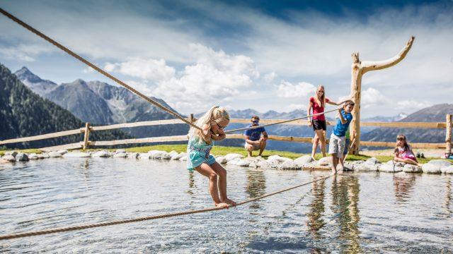 sommer familie zirbenpark zirbenwasser 4
